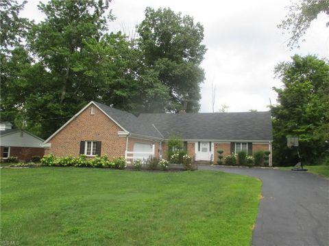 Photo of 685 Blueberry Hill Dr, Canfield, OH 44406
