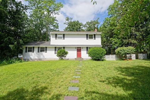 Photo of 44 Bayberry Dr, Clifton Park, NY 12065