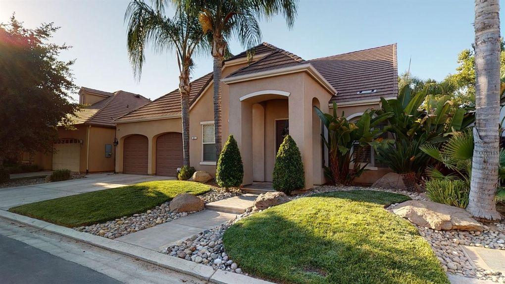61 W Serena Ave Clovis, CA 93619