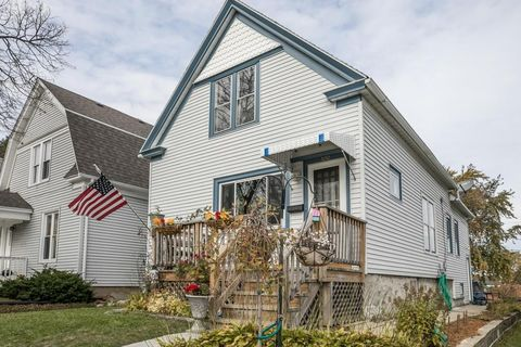 1212 Monroe Ave  South Milwaukee  WI 53172. South Milwaukee  WI 4 Bedroom Homes for Sale   realtor com