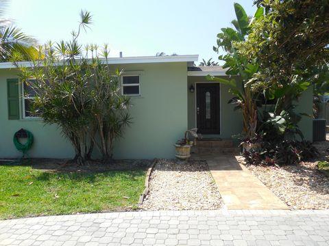 2390 Circle Dr, West Palm Beach, FL 33406