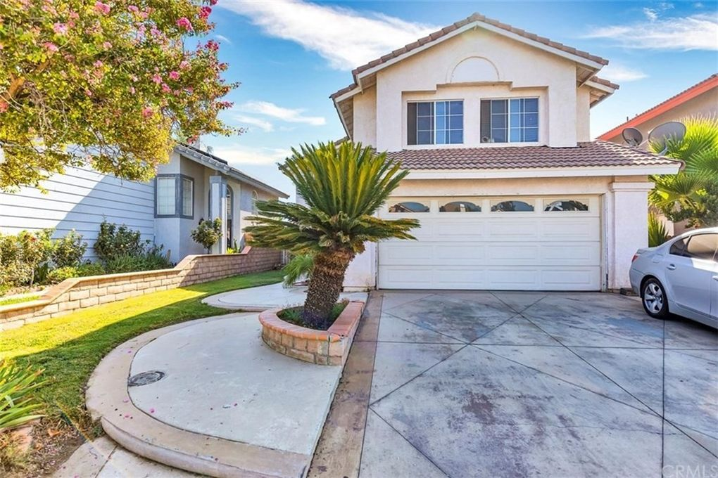 963 Dolphin Dr Perris, CA 92571
