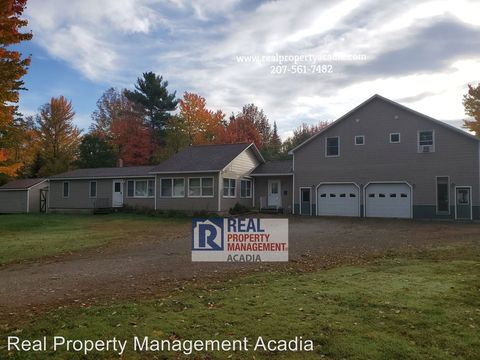 Photo of 5 Victory Ln, Glenburn, ME 04401