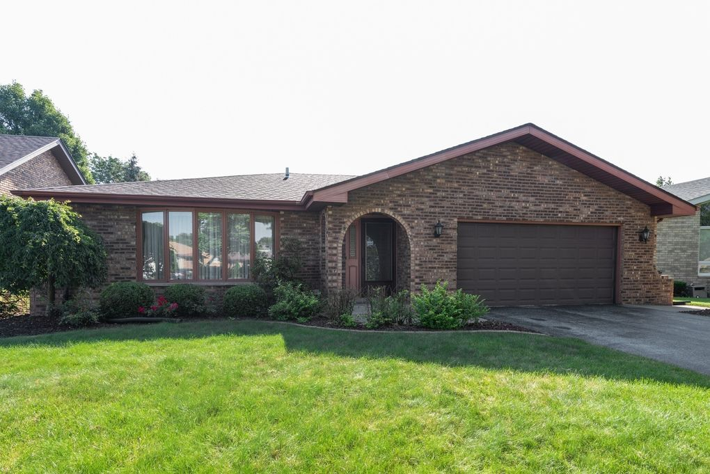 18407 Clyde Ave Lansing, IL 60438