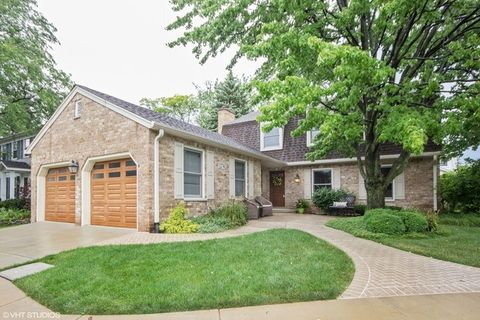 1274 Barneswood Dr, Downers Grove, IL 60515