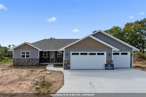 Photo of 100 Zacharey Ct, New London, WI 54961