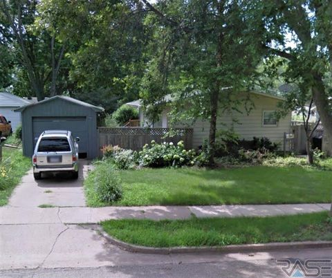 Photo of 2501 E 18th St, Sioux Falls, SD 57103