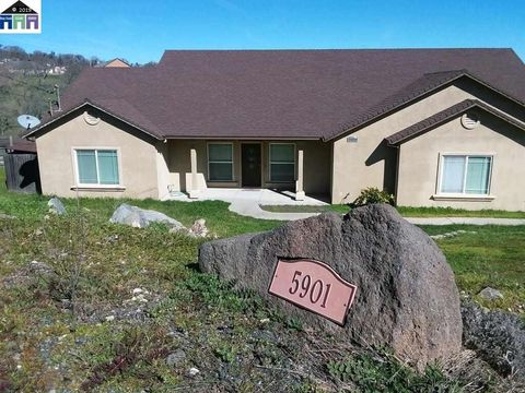 Photo of 5901 Thornicroft Dr, Valley Springs, CA 95252