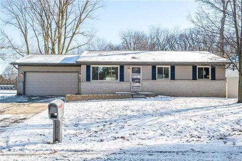 Photo of 422 Robert Ct, Auburn Hills, MI 48326