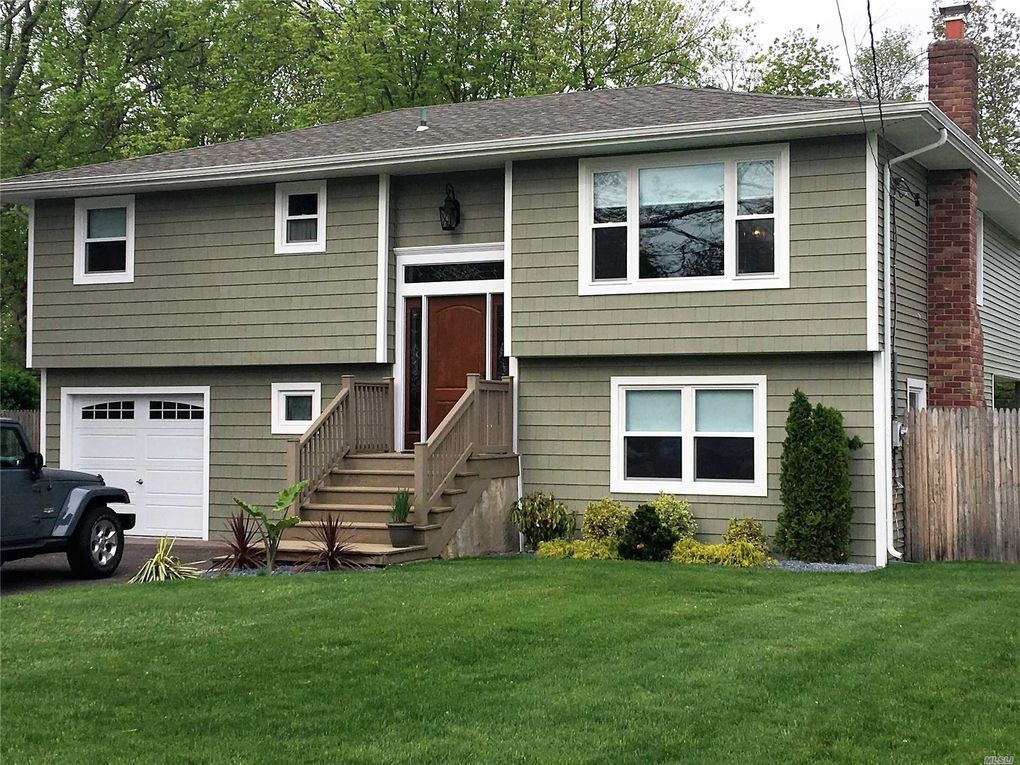 157 Connetquot Rd Oakdale, NY 11769
