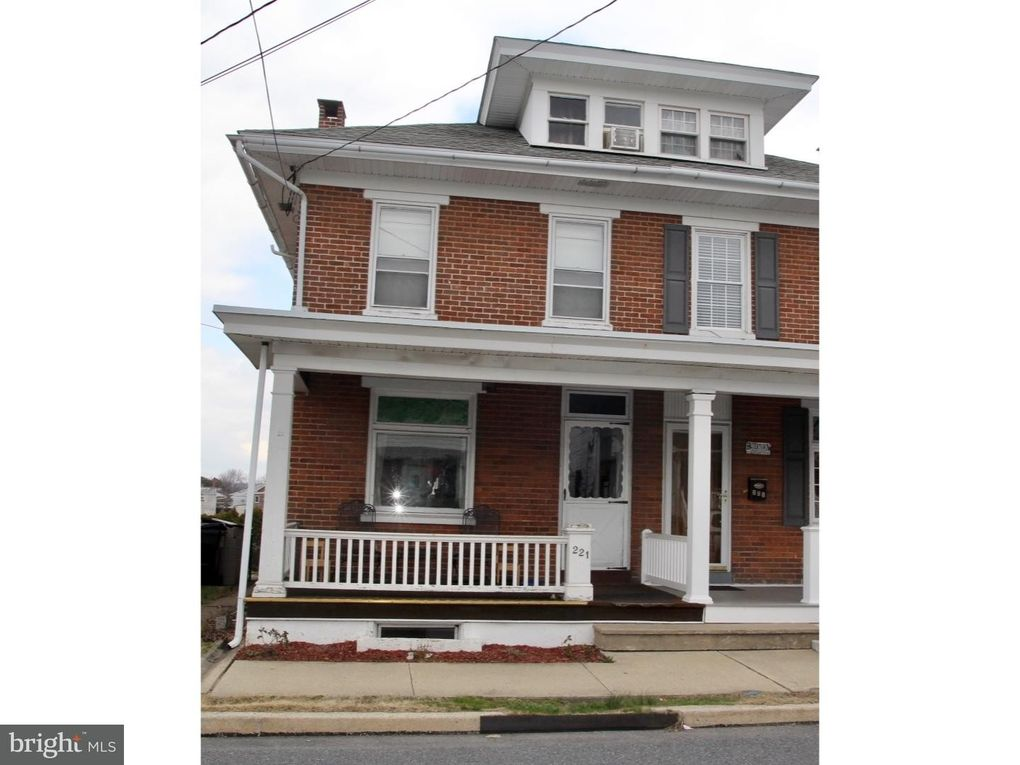 221 E 4th St, Boyertown, PA 19512 - realtor.com®