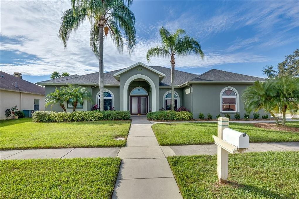 28548 Falling Leaves Way, Wesley Chapel, FL 33543