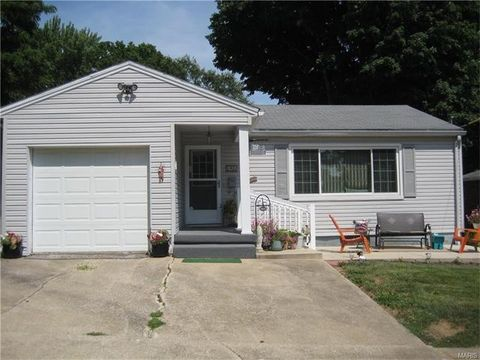 320 Eastern Ave, Greenville, IL 62246