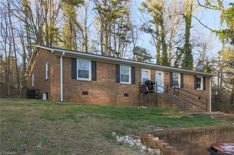 Photo of 233 Flynt St, Lexington, NC 27295