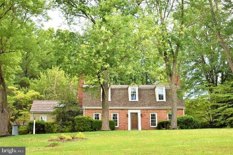 Photo of 24 S Lake Way, Reisterstown, MD 21136