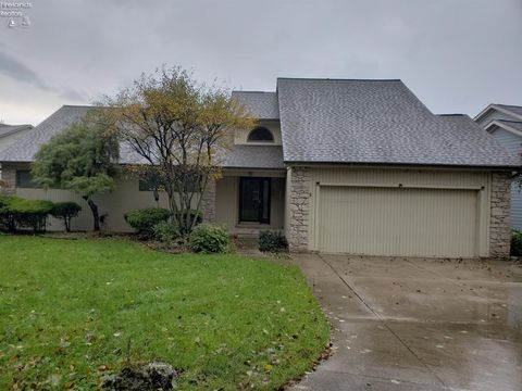 Photo of 310 N Crest Dr, Port Clinton, OH 43452