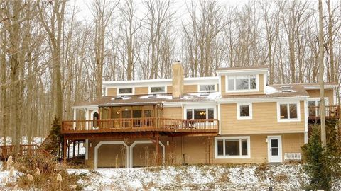 Photo of 11153 Winding Brook Ln, Chesterland, OH 44026