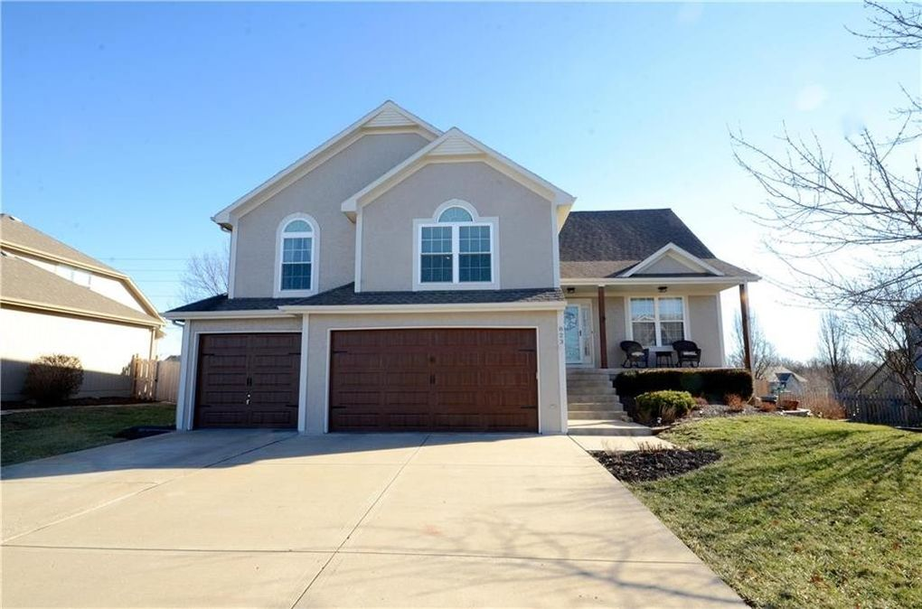 823 Trailway Dr, Raymore, MO 64083