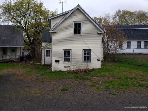 Photo of 95 Lincoln St, Dexter, ME 04930