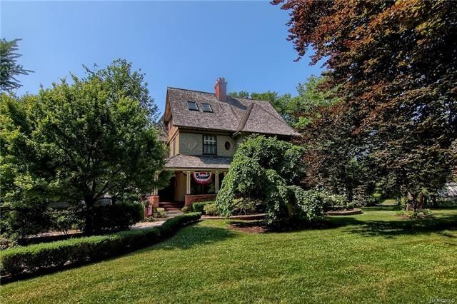 59 Lake Shore Rd, Grosse Pointe Farms, MI 48236
