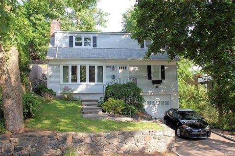 Photo of 103 Colonial Ave, Larchmont, NY 10538