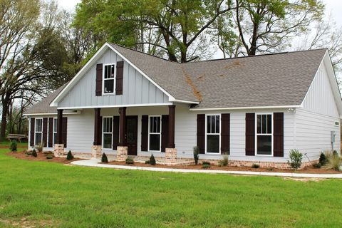 Photo of 114 Cottage Oaks Dr, Lucedale, MS 39452