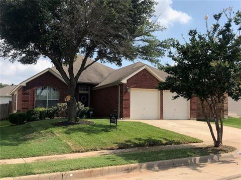 Photo of 8136 Zion Trl, Fort Worth, TX 76137