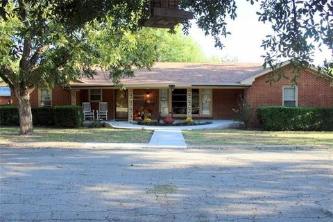 Photo of 1107 N 7th St, Haskell, TX 79521