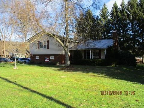 Photo of 614 High St, Youngsville, PA 16371