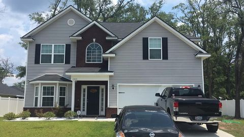 Photo of 1303 Hill View Cir, Hinesville, GA 31313