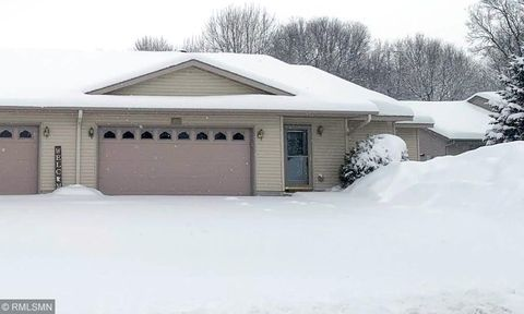 Photo of 936 Woodland Dr, Gaylord, MN 55334