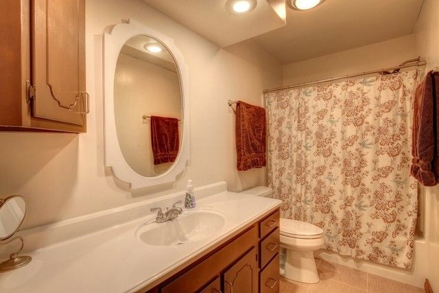2811 S Myra Ridge Dr, Urbana, IL 61802 - Bathroom