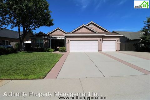 Photo of 529 Centavo Way, Redding, CA 96003