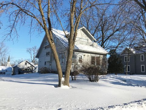 Photo of 207 4th St S, Grove City, MN 56243