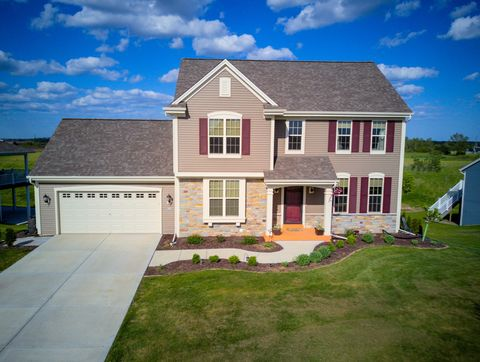 Photo of 516 Emerald Hills Dr, Fredonia, WI 53021
