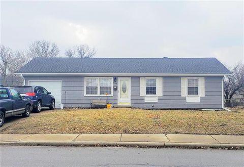 Photo of 563 E Prairie St, Olathe, KS 66061