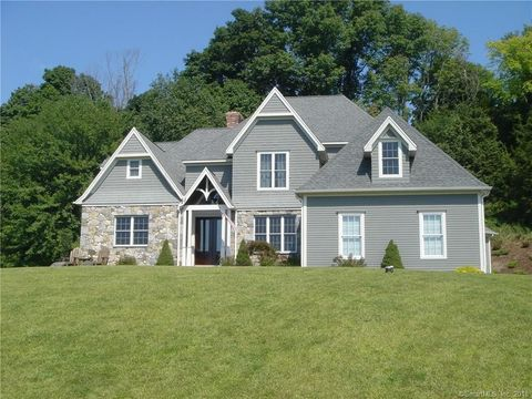 5 Wentworth Dr, Newtown, CT 06470