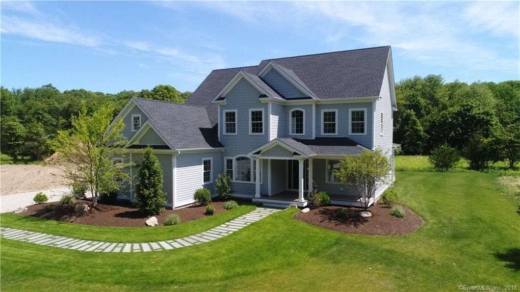 41 Shawandassee Rd, Waterford, CT 06385
