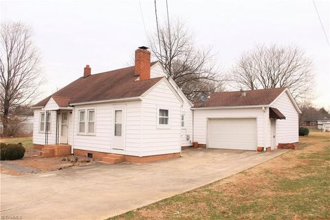 4324 Old Belews Creek Rd, Winston Salem, NC 27101