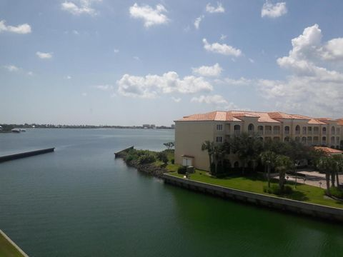 5 Harbour Isle Dr E Ph 4, Fort Pierce, FL 34949