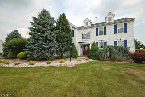 Photo of 16 Running Brook Cir, Raritan, NJ 08822