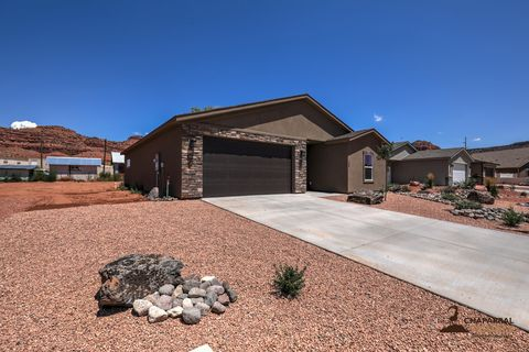 Photo of 793 E Cedar Cir, Kanab, UT 84741