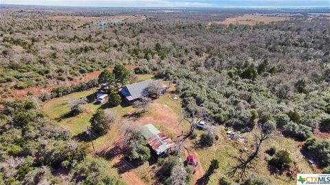 560 Lost Rd, Luling, TX 78648