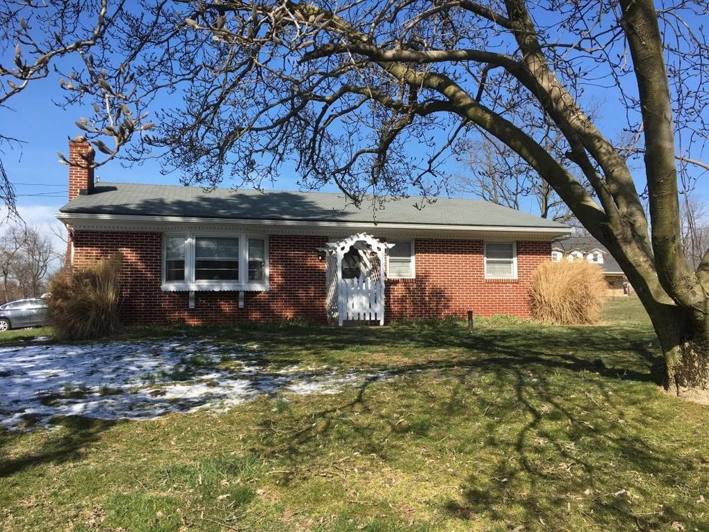 689 Georgetown Rd, Ronks, PA 17572