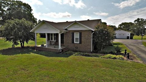 Photo of 29170 Broad St, Hollow Rock, TN 38342
