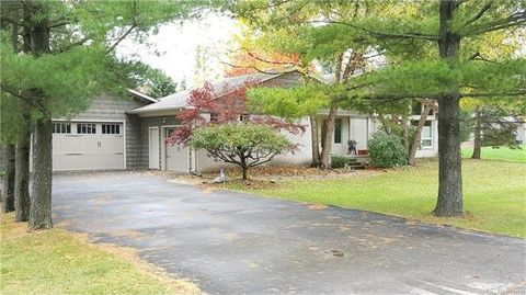 1879 Packer Rd, Bloomfield Hills, MI 48302
