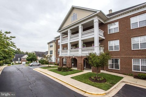 Photo of 11924 Darnestown Rd Apt 305, North Potomac, MD 20878