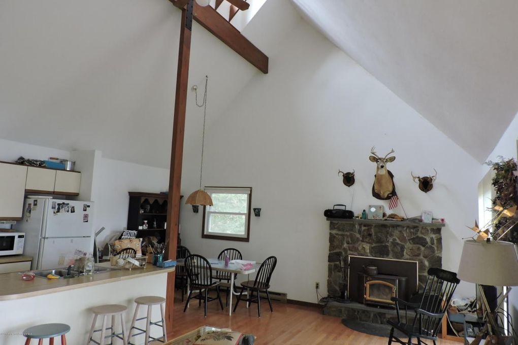 155 N Lake Rd, Brackney, PA 18812