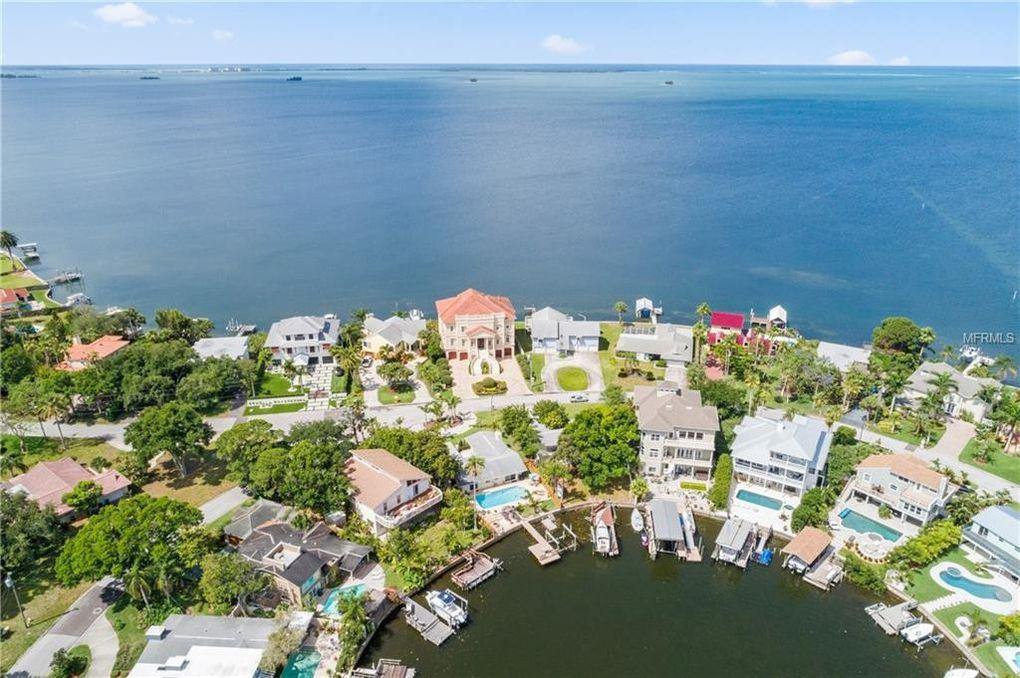 102 Carlyle Cir Palm Harbor, FL 34683