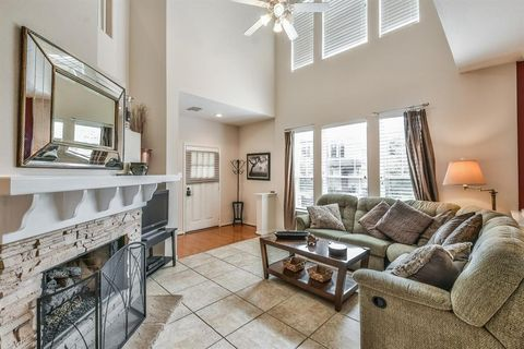 Photo of 25 Scarlet Woods Ct, The Woodlands, TX 77380